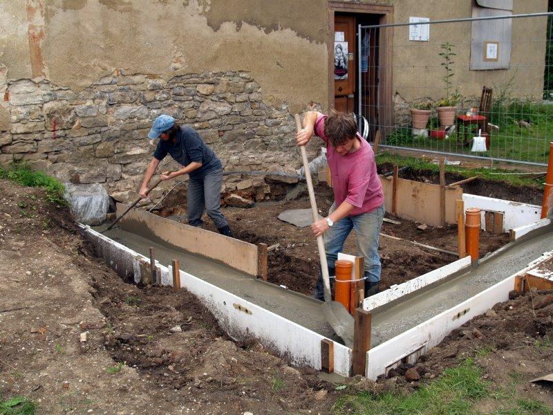Arbeiten Grundmauer Pilgerquartier Foto S.Adaschkiewitz jpg