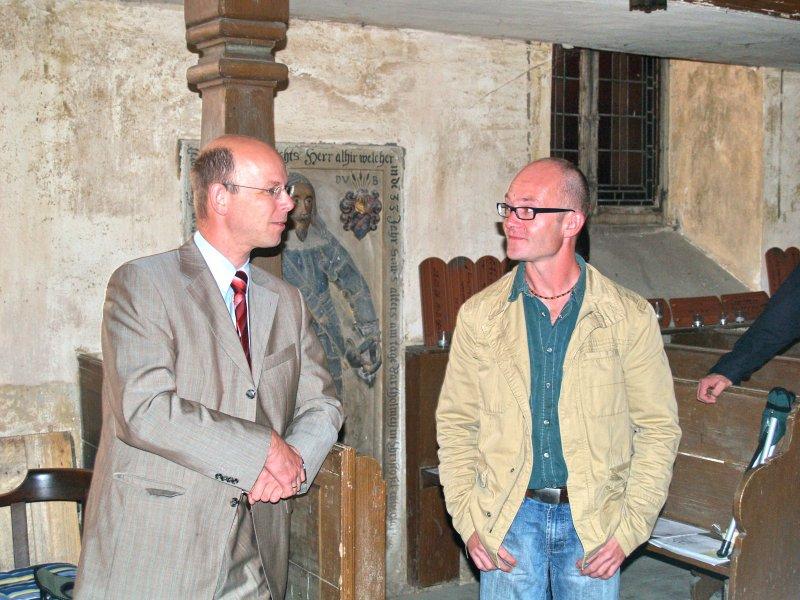 Bürgermeister  und Henrik Mroska im Gespräch Foto S.Adaschkiewitz jpg