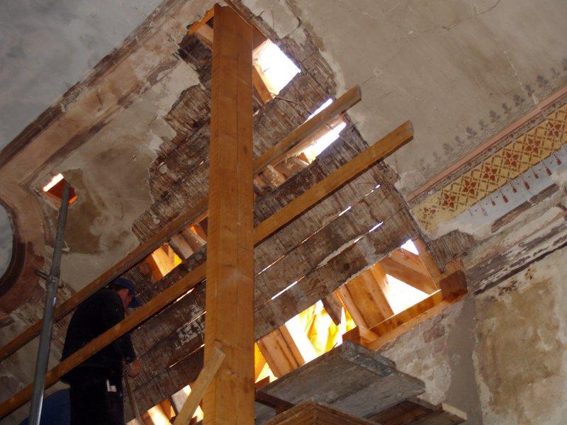 Einbinden des Daches vom Pilgerquartier  Foto S.Adaschkiewitz  jpg