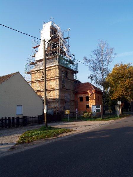 Kirchturm im Oktober Foto S.Adaschkiewitz jpg