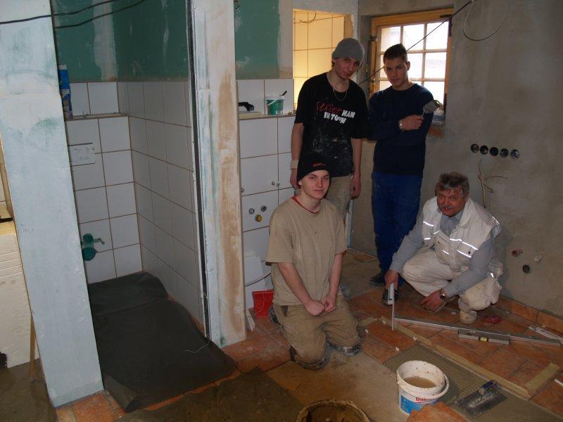 Fliesenarbeiten am Pilgerquartier Foto S.Adascghkiewitz