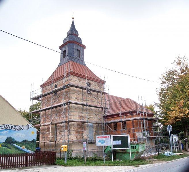 Kirche vor den Putzarbeiten September 2009 Foto S.Adaschkiewitz jpg