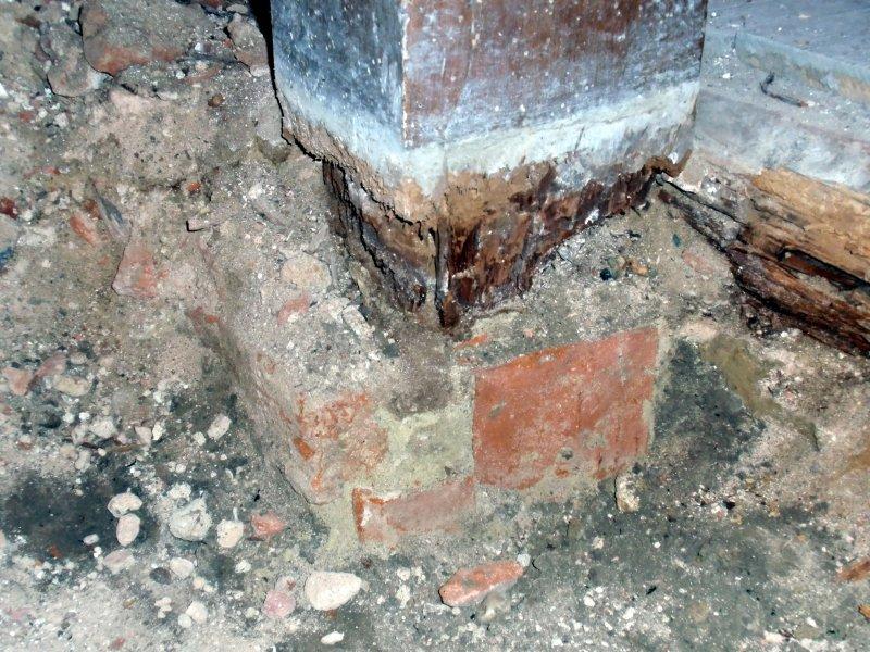 Verfaulter Stützpfeiler im Untergrund Foto S.Adaschkiewitz jpg
