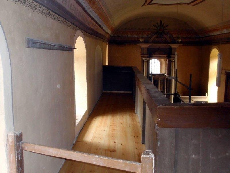 Der erneuerte Fußboden auf der Empore Foto S.Adaschkiewitz. jpg