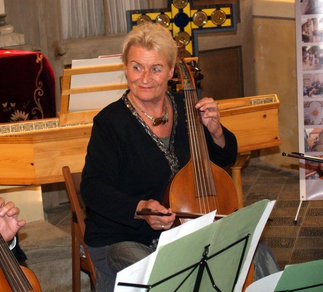 Doris Linde von der Gambenfamilie | Foto: Siegfried Adaschkiewitz