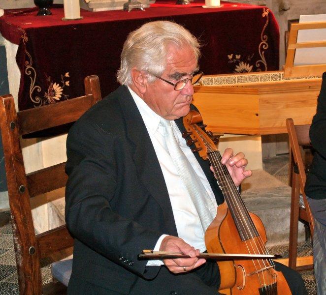 Hans-Peter Linde von der Gambenfamilie | Foto: Siegfried Adaschkiewitz
