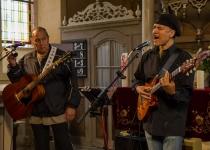 Red Roots Music mit Mitch Walking Elk und Wade Fernandez | Foto: H. Simmat