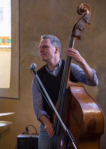Konzert mit Last Fair Deal - Am Kontrabass Franz Schwarznau | Foto: Holger Simmat