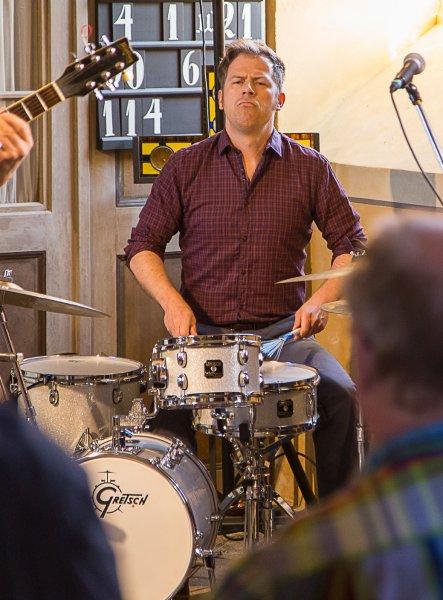 Konzert mit Last Fair Deal - Am Schlagzeug Peter Krutsch | Foto: Holger Simmat