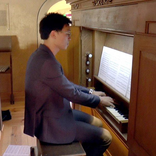Jihoon Song an der Orgel (Mai 2017) | Foto: Siegfried Adaschkiewitz