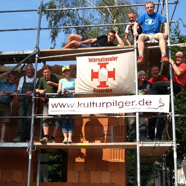 Einsatz des Internationalen Bauordens zur Rohbauerrichtung des Pilgerquartier (2007) | Foto Heike Sichting