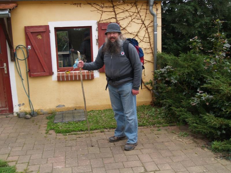 Pilger vor dem Hexenhaus (2008) | Foto Siegfried Adaschkiewitz